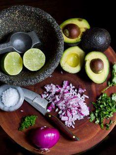 Recipe: The Perfect Guacamole — Appetizer Recipes from The Kitchn Appetizer Recipes, Appetizers, Dinner Recipes, Guacamole Recipe, Homemade Guacamole, Guacamole Dip, Chipotle Guacamole, Fresh Guacamole, Avocado