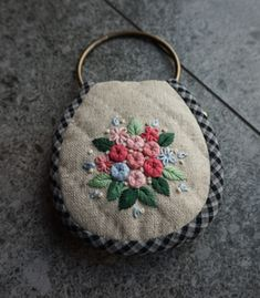 Raleigh Buketing Embroidery Bags, Creative Embroidery, Japanese Embroidery, Hand Embroidery Patterns, Embroidery Stitches, Sewing Patterns, Sewing Crafts, Sewing Projects, Key Pouch