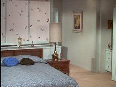 the brady bunch 1970s Decor, Tv Set Design, The Brady Bunch, Vintage House Plans, Mid-century Interior, Hollywood Homes, Home Tv, Vintage Interiors, Celebrity Houses