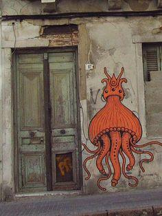Graffiti. Calamar de la Realeza/Royal Squid. Ciudad Vieja, Montevideo,  Uruguay