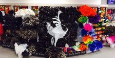 ostrich-feather-duster-display-Safari-Ostrich-Farm-Oudtshoorn-South-Africa