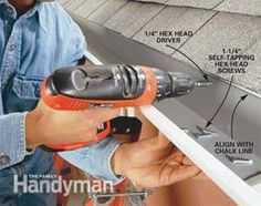 family handyman stuff Gutter replacement: Learn how to install strong, sleek-looking guttering House Gutters, Diy Gutters, Replacing Gutters, How To Install Gutters, Diy Porch, Diy Deck, Home Fix, Diy Home Repair, Home Upgrades