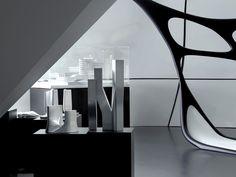 Заха Хадид в The Mobile Art Pavilion    Остановившийся в Париже «Передвижной художественный павильон» принимает выс�...