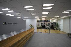 17階のプレスルーム入り口(写真:ケンプラッツ)扇形レイアウトや席替えで活性化、クロスカンパニー 日経BP社 ケンプラッツ