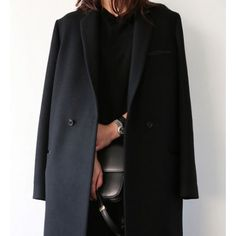 """Straight cut, minimal details and slightly oversized = perfect fall coat ✔️ #SakerStil #inspiration #styletips #celine #classiclooks"""