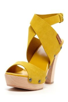 I look horrid in yellow, so these would be one way to add some to my wardrobe!