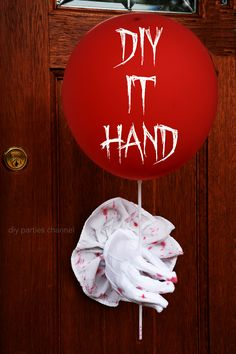 Pennywise clown Stephen King IT movie 2017 2019 party pack DIY Halloween Circus, Halloween Party Themes, Scary Halloween Decorations, Halloween Snacks, Outdoor Halloween, Halloween Projects, Cute Halloween, Holidays Halloween, Freak Show Halloween
