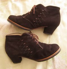 1940s 1950s WINTER ankle BOOTS lace up shoes BROWN suede via Etsy.