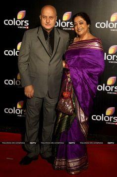 Anupam Kher Photos - Anupam Kher with his wife Kirron Kher Kalamkari Blouse Designs, Saree Blouse Designs, Bollywood Photos, Bollywood Stars, Ethnic Sarees, Indian Sarees, Silk Sarees, Kirron Kher, Anupam Kher