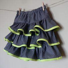 Papillon et Mandarine, *Patron gratuit* Jupe A Volants Skirt with ruffles.  Ages 2-10.