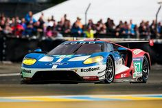 All-New Ford GT Wins GTE Pro Class In Le Mans Race. I actually got to see this in the Roush building after the race. I can sit in this one and drive it. Not like the 2005 Ford GT. I am to big to fit in that one. Road Race Car, Race Cars, Ford Motor Company, Nascar, Ford Gt Le Mans, Le Mans 2016, 24 Hours Le Mans, Old American Cars, Ford Gt40