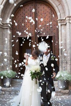 A todo Confetti is under construction Simple Elegant Wedding, Cute Wedding Ideas, Perfect Wedding, Wedding Styles, Wedding Photos, Wedding Day, Wedding Inspiration, Rustic Wedding, Rose Petal Confetti