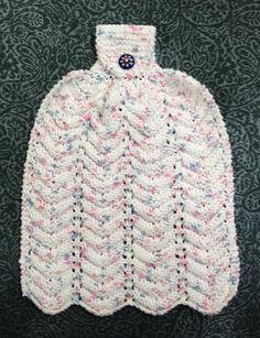 Hier, à notre atelier du mercredi, c'est ce qu'une dizaine de dames ont fait : un magnifique essuie-mains en coton que l'on peut suspendre à la poignée du four ! Matériel : 70 gr. de coton Aiguille 5 mm Abréviation : m : maille end : maille endroit ens... Chat Crochet, Crochet Towel, Crochet Hats, Dishcloth Knitting Patterns, Crochet Kitchen, Tree Patterns, Hand Towels, Craft Gifts, Cotton