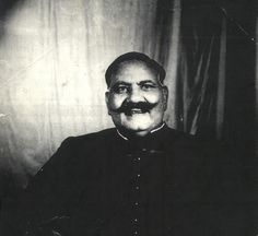 Remembering Ustad Bade Ghulam Ali Khan Saab on his birth anniversary. Bade Ghulam Ali Khan April 1902 – 23 April was a Hindustani classical vocalist, from the Patiala Gharana. World Music, Music Is Life, Ghulam Ali, Hindustani Classical Music, Indian Music, Vintage Bollywood, Music Promotion, Story Video, Video Image