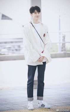 Cute Asian Guys, Cute Korean Boys, Asian Boys, Asian Men, Cute Guys, Chinese Babies, Chinese Boy, Li Hong Yi, Ulzzang Korean Girl