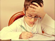 Sucesso não vem para quem é inteligente, mas sim para quem se esforça - Nós temos uma tendência a acreditar que pessoas que algum dom ou talento  especiais se destacam tanto na vida acadêmica como profissional. Certo?  Errado!A psicóloga e pesquisadora da Universidade de Stanford,Carol Dweck , que estuda motivação e perseverança desde os anos 60 garante:focar  apenas na inteligência e no talento pode deixar as crianças desmotivadas e  como medo de aprender,enquanto ressaltar avanços e…