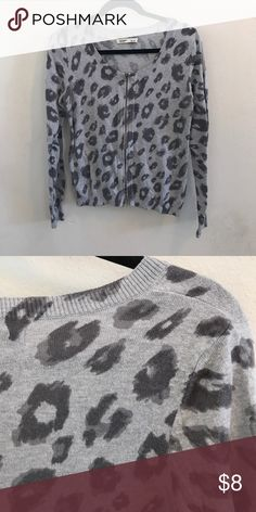 💋New Listing💋 Gray Leopard Print Zip Cardigan This lightweight knit cardigan has a cool, gray on gray leopard print and a brass/gold tone zipper up the front. It's 53% cotton, 40% nylon and 7% viscose so it has a little stretch. It's in good pre-loved condition with a lot of wear left in it, so it's priced to sell. 🛍 Make me an offer or bundle to save 30%. Old Navy Sweaters Cardigans