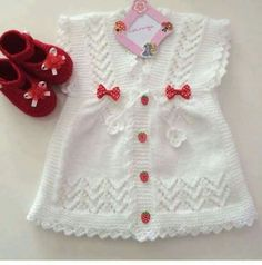This Pin was discovered by Özen Orhan HacıoğLu. Discover (and save!) your own… - Babykleidung Baby Sweater Knitting Pattern, Baby Knitting Patterns, Knitting Designs, Baby Dress, The Dress, Baby Kleidung Set, Baby Cardigan, Baby Sweaters, Crochet For Kids