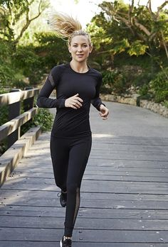 Kate Hudson Fitness and Diet Choices. She does exercises which suits her body. Michelle Lewin, Weight Lifting, Weight Loss, One Minute Workout, Sport Outfits, Cute Outfits, Running Outfits, Under Armour, Moda Fitness