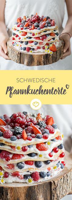 Alter Schwede! Mit dieser schwedischen Pfannkuchentorte mit Beeren-Quark-Füllung haust du deine Gäste aus den Socken - garantiert.
