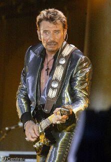 CHANTER N'EST PAS JOUER  ----  « Quand je chante une chanson, j'essaie de vivre ce que je raconte. C'est à travers cette histoire que je donne l'émotion aux gens. Appuyer sur les mots, les silences aussi. Les textes ont toujours eu une grande valeur pour moi ».                                     JH Johnny Haliday, Johnny Rotten, Je Chante, Jean Philippe, Laetitia, Evanescence, Rock Music, Rock And Roll, Famous People