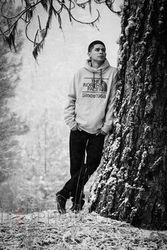 Senior pictures In the snow :) grizzly peak in Ashland Oregon. Follow me on Instagram @ hybrid541