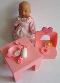 Baby Born Miniworld Püppchen mit Tisch und Stuhl