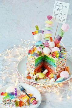 Diy Wedding Cake, White Wedding Cakes, Wedding Cakes With Flowers, Elegant Wedding Cakes, Elegant Cakes, Wedding Cake Toppers, Flower Cakes, Gold Wedding, Wedding Ideas
