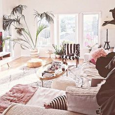 Serious #livingroomgoals! I've been following @designlovefest for a while now and I'm so obsessed with her! Her house, her designs, her encouraging posts, her career! She is my dream. LOL! HAPPY FRIDAY EVERYONE! Hope everyone has a great day! ☀️