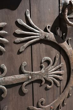 Porta de ferro forxado do Museo das Peregrinacións. Santiago de Compostela, Galicia, Spain