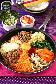 韓国風ビビンバ☆フライパンでおこげがおいしい~!! by ぱおさん ... Bibimbap Recipe, Home Meals, Asian Recipes, Ethnic Recipes, Oriental Food, Learn To Cook, Korean Food, Japanese Food, Deli