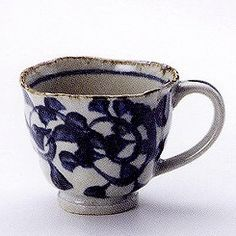 Love the organic looking rim of this teacup