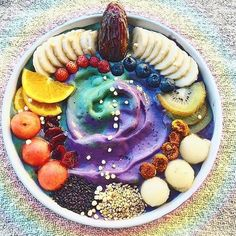 Weekend smoothie bowl inspo because who says you can't eat well AND have that include gorgeous galaxy  inspired smoothies.  Anyone else absolutely obsessing over all the super pretty food porn out there right now?! I've been so into the unicorn and galaxy recipe ideas. I'm going to be including some new superfoods smoothie conditions into my upcoming week... and definitely will be adding some bright and vibrant colors.  If you struggle with eating healthy or simply making yourself feel…
