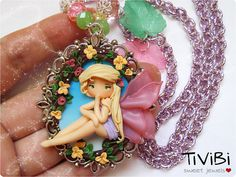 He encontrado este interesante anuncio de Etsy en https://www.etsy.com/es/listing/174212943/spring-fairy-cameo-necklace-kawaii-doll