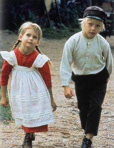 NOSTALGI: Emil i Lønneberget er for mange bundet med minner fra barndommen. Hele tre filmatiserte versjoner ble gjort, før det sa stopp. Her er Lena Wisborg (Ida), og Jan Ohlsson (Emil). Foto: SF Norge