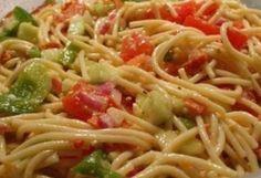 Potluck Spaghetti Salad Pot Luck, Energy Drinks, Beet Hummus, Grape Salad, Pizza Casserole, Casserole Recipes, Italian Salad, Salad Ingredients, Stuffed Green Peppers
