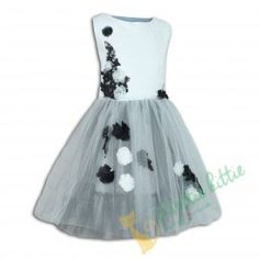 """Party Mädchenkleid """"Nachtgarten"""" Elegantes Kinderkleid in Weiss und Schwarz. Der schicke obere Teil ist mit floralen Motiven weich bedruckt und mit Nähblümchen aus Tüll verschönt. Der Rock ist mit feinem Tüll umhüllt. Für extra Volumen sorgt noch mehr am Futter aufgenähter Tüll. Das Kleid ist ideal für formelle Anlässe wie Hochzeiten, erster Schultag u.v.m. Elegant, Skater Skirt, Summer Dresses, Rock, Skirts, Fashion, Night Garden, First Day Of School, Kids Wear"""