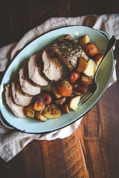 5 Ingredient Crock Pot Pork Roast and Potatoes Recipe - Sweetphi Carrots Slow Cooker, Slow Cooker Pork Roast, Pork Roast Recipes, Pork Tenderloin Recipes, Slow Cooker Recipes, Crockpot Recipes, Pot Roast, Ramen Recipes, Broccoli Recipes