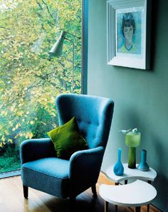 Greenery as an accent colour for dark paintwork