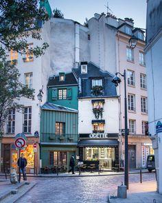La Maison Odette — Un Boulanger Parisienne 🇫🇷 Paris Street Cafe, Places To Travel, Places To See, Places Around The World, Around The Worlds, The Catacombs, Paris Ville, Paris Photos, Plein Air
