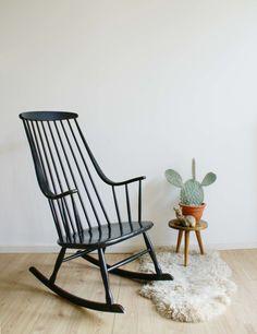 Vintage Grandessa schommelstoel, Lena Larsson voor Nesto/ Pastoe. Retro Scandinavisch design rocking chair. | Fabulous Furniture | Flat Sheep