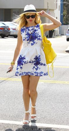 Reese Witherspoon Out and about on Abbot Kinney Boulevard in Venice http://icelebz.com/events/reese_witherspoon_out_and_about_on_abbot_kinney_boulevard_in_venice/photo2.html