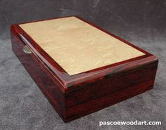 Wooden keepsake box Woodworking Furniture Plans, Woodworking Box, Jewellery Boxes, Wooden Jewelry Boxes, Wooden Keepsake Box, Keepsake Boxes, Wooden Projects, Wood Crafts, Dovetail Box