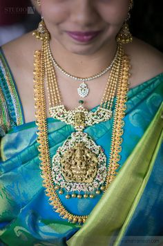 Bride in Multi Strings Necklace - Jewellery Designs Antique Jewellery Designs, Indian Jewellery Design, Jewelry Design, Bridal Jewellery, India Jewelry, Gold Jewelry, Gold Pendent, Necklace Designs, Jewelry Collection