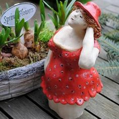 Keramikdame im Rosenkleidchen - Handarbeit