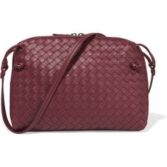 Bottega Veneta Messenger small intrecciato leather shoulder bag (2 146 AUD) ❤ liked on Polyvore featuring bags, claret, leather cross body bags, cross body shoulder bag, crossbody bags, leather bags and red shoulder bag
