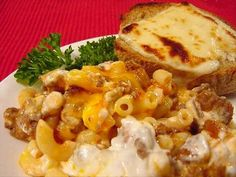 hamburger noodle bake Recipe [Should be easy enough.] Add my delicious ceasar salad with some french toast. thatll be great. Hamburger Casserole, Casserole Recipes, Noodle Casserole, Hamburger Recipes, Easy Pasta Recipes, Dinner Recipes, Simple Recipes, All You Need Is, Beef And Noodles