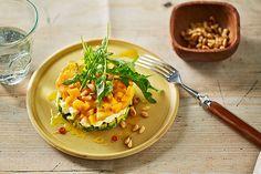 Fruchtiger Avocado - Mozzarella - Salat mit Mango