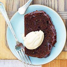 Chocolaty Zucchini Cake Chocolate Zucchini Loaf, Zucchini Cake, Just Desserts, Delicious Desserts, Yummy Food, Tasty, Powdered Sugar Icing, Vanilla Frosting, Yummy Treats