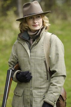 Well dressed for the hunt Dove Hunting, Hunting Girls, Country Wear, Country Girls, Country Life, Tweed Shooting Jacket, English Country Fashion, Tartan Men, Sporting Clays